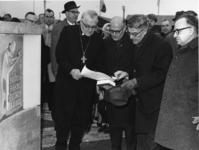 XVIII-411-05 De heer D.E. Wilm, plaatsvervangend voorzitter van de Evangelische Kirche in Duitsland, legt in het kader ...