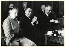XXXIII-1129 Het Panamese schip s.s. Leader wordt bij Corn. Swarttouw's Stuwadoors mij en Thomsen's Havenbedrijf aan de ...