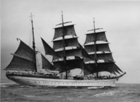 XXXIII-1311-00-03 Het West-Duits Marine opleidingsschip de Gorch Fock, eén der deelnemers en winnaar in zijn afdeling ...