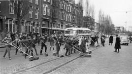 XXXIII-1336-01 Leerlingen van de prof. Kohnstamschool en leerlingen van de Jan Ligthartschool doen mee aan de actie: ...