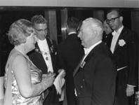 XXXIII-1548-03-4 Bezoek van H.M. Koningin Juliana bij de opening van het nieuwe Concert-en Congresgebouw De Doelen. ...