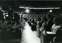 XXXIII-1548-04-2 Tijdens de opening van het nieuwe Concert-en Congresgebouw De Doelen. Links de leden van het ...
