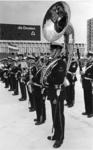 XXXIII-1548-3 De Marinierskapel der Koninklijke Marine speelt op het Schouwburgplein, tijdens de opening van het ...