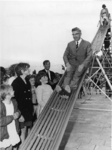XXXIII-1567-01 Burgemeester W. Thomassen opent een nieuwe speeltuin van de speeltuinvereniging Honderdentien Morgen , ...