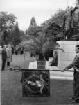 XXXIII-1567-02 Generaal-Majoor A.A. J.J. Thomson bij de herdenking van de gevallenen op het Erehof van de Algemene ...