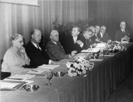 XXXIII-1621-01 Een forum bestaande uit Provinciaal Bestuur van Zeeland, N-Brabant, B en W Rotterdam tijdens de ...