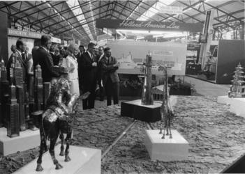 XXXIII-1626 Tijdens de opening van de Internationale tentoonstelling Nedex '66 (vakbeurs voor export-dienstverlening) ...
