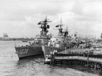 XXXIII-1687 Het uit vier oorlogsschepen (Amerikaans, Brits, Nederlands) bestaande NAVO squadron Matchmaker 3 ligt aan ...