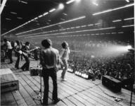 XXXIII-1739 Optreden van één der popgroepen tijdens het Beat-festijn Modern Beat '67 in de Energiehal, georganiseerd ...