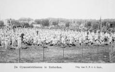 XXXIII-225-01-3 Gezicht op het schuttersveld Crooswijk, tijdens de 18e uitvoering van het Nederlandsch Gymnastiek ...