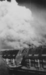 XXXIII-567-05 Grote rookwolken boven de zwaar getroffen binnenstad, veroorzaakt door het Duitse bombardement van 14 mei ...