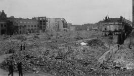 XXXIII-569-37-14-A Overzicht van een gebombardeerd deel van de wijk Kralingen. Gezien vanaf de Oostzeedijk.