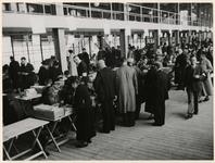 XXXIII-583 Op de 1e Middellandstraat bij het Middellandplein wordt een défilé van Duitse troepen georganiseerd ter ...