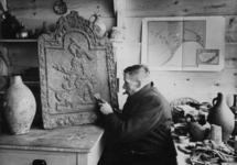 XXXIII-589-01-1 Restanten van opgravingen en oudheidkundige vondsten worden in de zogenaamde tegelkeet aan de ...