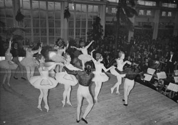 XXXIII-589-02-02 Uitvoering van het Nederlands Ballet en het Nederlands Symphonie Orkest o.l.v. mr. Harm Smedes in de ...