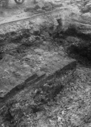 XXXIII-589-1 Opgravingen ten oosten van de Hoofdsteeg aan weerszijden van de Hoogstraat.