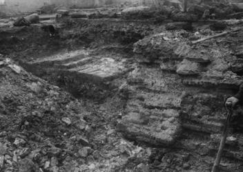 XXXIII-589-2 Opgravingen ten oosten van de Hoofdsteeg aan weerszijden van de Hoogstraat.