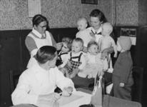 XXXIII-605-00-02 Uitreiking van vitaminenolie D aan kinderen tussen de zes en vierentwintig maanden op de consultatiebureaus.