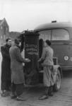 XXXIII-610 Als gevolg van schaarste van brandstof worden gasgeneratoren van de RET autobussen gebruikt om handen te ...