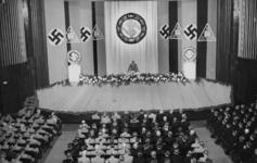 XXXIII-622-02 Rede van Hauptdienstleiter F.R. Schmidt voor de NSB in het Luxor theater aan de Kruiskade.