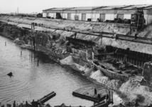 XXXIII-645-00-02-00-10-1 Beschadingen aan loodsen en kademuren als gevolg van de havenverwoestingen door de Duitse ...