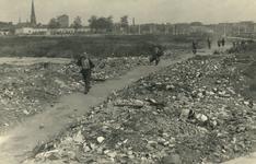 XXXIII-670 Overzicht van het voormalige Diergaardeterrein, met afvalhopen.