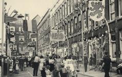XXXIII-673-1 Bevrijdingsfeest in de Haarlemmerstraat.
