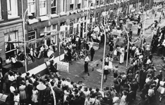 XXXIII-673-2 Bevrijdingsfeest in de Haarlemmerstraat.