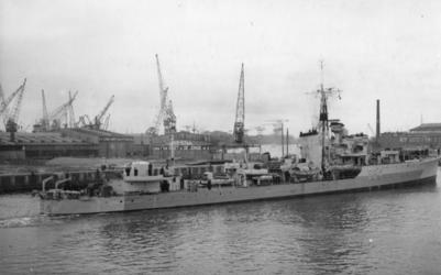 XXXIII-684 Hr.Ms. Van Galen (1942-1956). Het schip is de voormalige Britse torpedobootjager HMS Noble en voert nog het ...