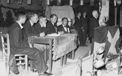 XXXIII-691 Bevrijdingsfeest van de Chinese bevolking te Katendrecht.Toespraak van burgemeester P.J. Oud tijdens de ...