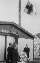 XXXIII-762-01 Mr. K.P. van der Mandele verricht de opening van de eerste roeiloods van de studentenroeivereniging Skadi ...