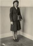 XXXIV-23-1 Tijdens de bezetting in de Tweede Wereldoorlog. Openbare diensten en dergelijke. Een conductrice in ...