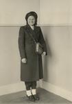 XXXIV-23-2 Tijdens de bezetting in de Tweede Wereldoorlog. Openbare diensten en dergelijke. Een conductrice in ...