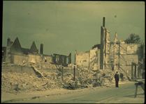 1978-2708 Ruïnes van verwoeste gebouwen na het bombardement van mei 1940.