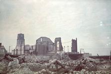 1978-2710 De synagoge aan de Gedempte Botersloot na het bombardement van 14 mei 1940. Op de achtergrond het ...