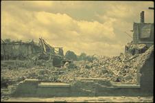 1978-2712 De getroffen binnenstad in de omgeving van de Groenendaal na het bombardement van 14 mei 1940, gezien vanuit ...