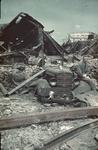 1988-1260 Een auto bedolven onder het puin bij de Boompjes.
