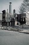1988-1261 Het nieuwe beursgebouw en de restanten van het voormalige Erasmiaans Gymnasium aan de Coolsingel na het ...