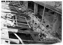 XIV-50-51-01-10 De door het Duitse bombardement van 14 mei 1940 getroffen Beurs met de lichtkap boven de hoofdingang.