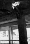 XIV-50-51-01-12 Puinresten na het bombardement van 14 mei 1940. Gezicht in het nieuwe Beursgebouw. Verwoesting . Een ...
