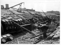 XIV-50-51-01-2 Het door het Duitse bombardement van 14 mei 1940 getroffen Beursgebouw met de kap van de beurshal.