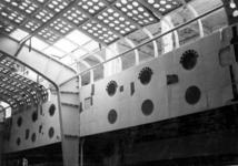 XIV-50-51-01-7 Puinresten na het bombardement van 14 mei 1940. Gezicht in het nieuwe Beursgebouw. Verwoesting . Gat in ...
