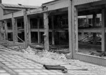 XIV-50-51-01-9 Puinresten na het bombardement van 14 mei 1940. Gezicht in het Beursgebouw. Verwoesting . Achtergevel. ...