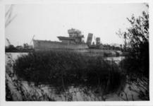 XXXIII-566-12-2 Oorlogsdagen 10-14 mei 1940. Het wrak van de door de Duitsers kapotgeschoten torpedobootjager Hr.Ms. ...