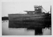 XXXIII-566-12-5 Oorlogsdagen 10-14 mei 1940. Het wrak van de door de Duitsers kapotgeschoten torpedojager Hr.Ms. Van ...