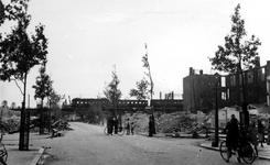 XXXIII-569-09-3 Restanten aan de Zomerhofstraat, na het bombardement van 14 mei 1940. Uit het noordoosten gezien.