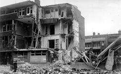 XXXIII-569-09-7 Puinresten na het bombardement van 14 mei 1940. Een pand aan De Savornin Lohmanlaan.
