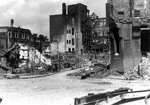 XXXIII-569-16-12 Puinresten na het bombardement van 14 mei 1940. De Korte Wijnbrugstraat uit het zuiden.