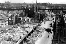 XXXIII-569-27-21 Restanten van panden aan de Meent en omgeving, na het Duitse bombardement van 14 mei 1940. Uit het ...