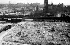XXXIII-569-27-7 Restanten bij de Delftsevaart en langs het spoorwegviaduct na het Duitse bombardement van 14 mei 1940. ...
